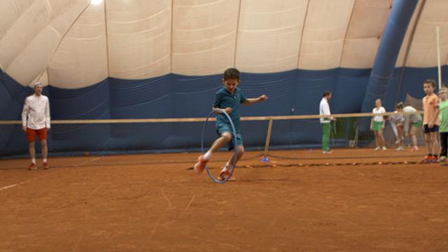Tennistraining fuer kinder und jugendliche